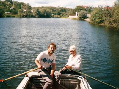 K. Wileński z profesorem fortepianu Radą Łysenko, Kijów, Rusanowskie Sady, 1998